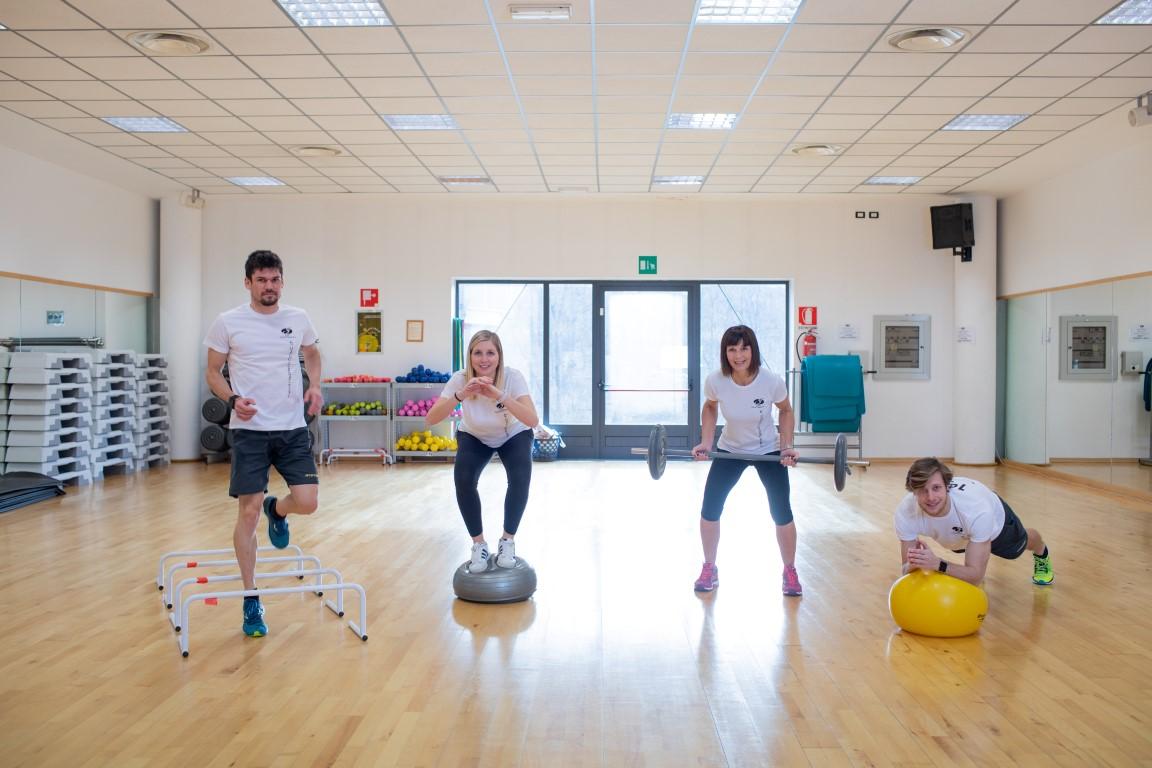 0dc3f6305f11 Corso muscolare e cardiovascolare. Una ginnastica funzionale globale per il  controllo del corpo nello spazio con l'obiettivo di sviluppare un fisico  bello, ...